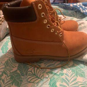 Brand new timberland boots worn twice